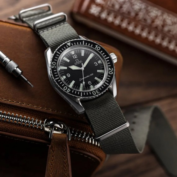 THE VINTAGE WATCH COMPANY NATO  BY GECKOTA ADMIRALTY GREY